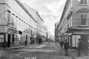 (1900/ÖNB Ledermann/Wien Wiki) Wickenburggasse 5ff (Ecke Florianigasse, Josefstadt), benannt 1809 nach dem Gesandten am Wiener Hof Anton...