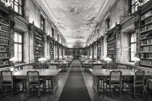 SVEČANOST I SAVREMENOST: AUSTRIJSKA NACIONALNA BIBLIOTEKA 📖  🏛️ Sa svojim istorijski vrednim fondom u čitalačkoj sali...