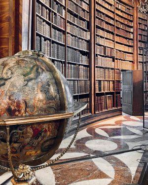 """""""Ze země ke hvězdám nevede vyšlapaná cesta."""" — Seneca🌌✨ Österreichische Nationalbibliothek"""