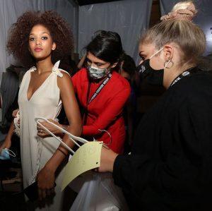 Backstage ~Natural Mode~ ⓜ #mayamay_artdesign #minimalism #sustainability #sustainablefashion #zerowaste #naturalfabrics #consciousdesign #consciousfashion #naturalmode #slovakfashion #viennafashionweek2020 ⓜ photography:...