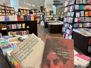 On Sundays we read! 🔍  Frisch aus der @buchhandlungwaltherkoenigwien gibt's heute wieder ...