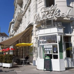Cafe Prückel リング通り沿いにある老舗カフェ。テラス席も人気です☕😍 ウィーン、オーストリア One of the very traditional Viennese Cafe along the Ring street. Vienna, Austria...