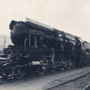 Die1936in Floridsdorf erbaute Dampflok12.10bot auch konstruktiv einige Besonderheiten. So war der Rahmen mit ...