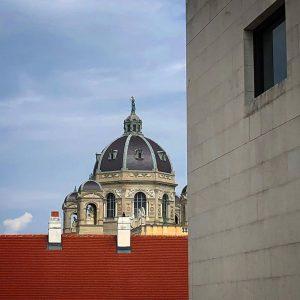 #wien #vienna #vienne #museumsquartier #leopoldmuseum #kunsthistorischesmuseum #dächervonwien #cityscape #buildingporn #buildinglovers #architektur #architecture #architectures #archidaily #archdaily #archilovers #architecturelovers...