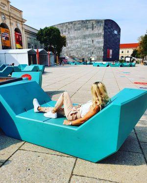 💙💚 . . . #vienna #museumsquartier #chillout MQ – MuseumsQuartier Wien