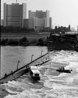In 50 Fotos erzählt profil-Fotograf Walter Wobrazek die 50-jährige Geschichte des Magazins. #profil50 1.August 1976. Die Wiener...