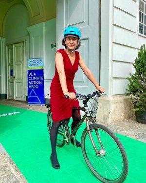 Die schnellste Zeit und beste Möglichkeit, um zur Klimakonferenz @austrianworldsummit zu gelangen. 😊🚲