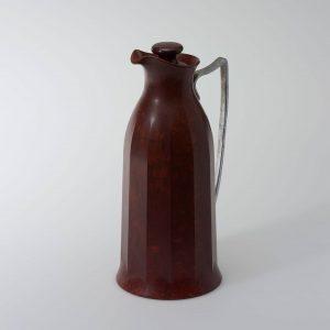 Ab den 1930er Jahren bevorzugten DesignerInnen Bakelit als Material für Haushaltsgegenstände und Elektrogeräte, ...