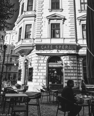 𝘊𝘰𝘧𝘧𝘦𝘦 𝘣𝘳𝘦𝘢𝘬 Faces of the city. The Café Sperl was founded in 1880 ...