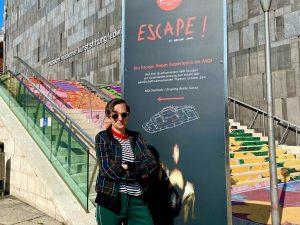 """➡️""""ESCAPE! - Fluchtverhalten""""⬅️ Künstlerin @deborahsengl macht das Unnachvollziehbare nahbarer und öffnet den Blick, den Verstand und das..."""