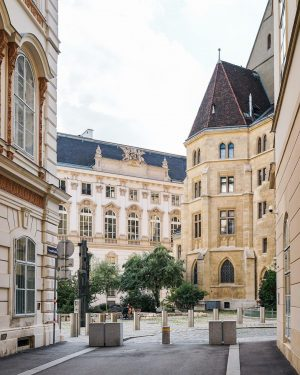 Guten Morgen, Wien!❤️ Heute gibts zur Abwechslung ein kleines Quiz zum Wachwerden: Welcher Wiener Platz ist auf...