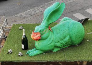 Wien is(s)t anders 🌭 #wien #vienna #duerer #rabbit #mask #maske #maskenpflicht #wuerstelstand #albertina ...