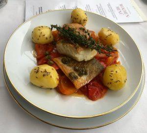 Hungarian fish plate = super healthy & super tasty 🙌🏻🔝🙌🏻🔝 #healthyandtasty #viennarestaurants #hungarianfood #bestschnitzelinvienn #meisslundschadn #allthetastyfood #grandferdinandvienna...
