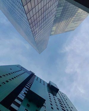 Hochhaus Gefühle 🏢💕 #favoriten #wienzeh #vienna10th #wien #sky #summer #hochhaus #skyscraper #wienerbergcity #himmel #wohneninwien #vienna #wien10 #spaziereninwien...