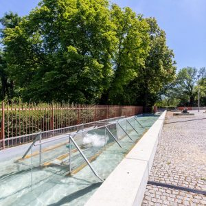 The newly installed work in the sculpture garden of the Belvedere 21,