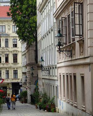 #wienamsonntag by @vrenisviennadailyphoto ✨ Schönen #Sonntag #Wien und allen, die uns folgen! 🤗 ...