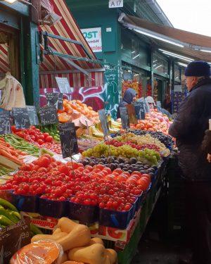 Naschmarkt ______________ #viennanow #wien #vienna #naschmarkt #wienermärkte #merket #bauernmarkt #fresh #vegetable #streetsofvienna #streetphotography ...