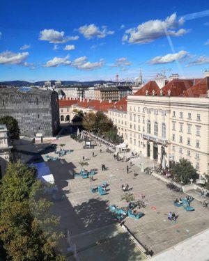 Neue Perspektiven: Ein favorite Spot von Oben, die neue Libelle im @mqwien . . . #Wien #view...