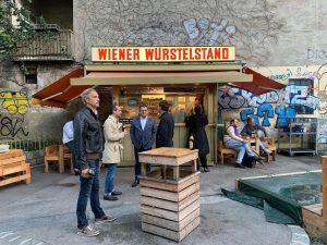 shooting. #wienerwürstelstand #würstelstand #wurst #sausage #gold #pfeilgasse #strozzigasse #josefstadt #wienamsonntag #wienliebe #wienmalanders #wienschöntrinken #welovevienna #stadtschrift #viennacitytypeface #graffiti...