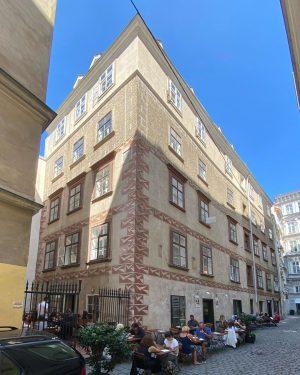 Es gibt mehr mittelalterliche Häuser in Wien, als man auf den ersten Blick erkennen würde. Fassaden wurden...