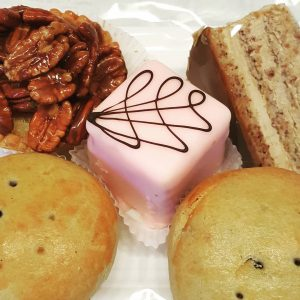Sweet Oobssesion 😍 . . . . . . . . . . #mohnzelten #punchkrapfen #kaffeemelangetorte #sweetobsession...