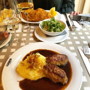 Finally restaurants have opened again and we decided to celebrate that with some traditional viennese food 🍽...