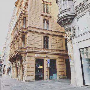 #goodmorning #sunday #architecture #design #style #city #1010vie #welovevienna #viennanow Julius Meinl am Graben