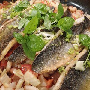 Einfach und viel Geschmack- Wolfsbarschfilet / Bohnen / Pinot Grigio 🐟👌#wolfsbarsch #darocca #instafood ...