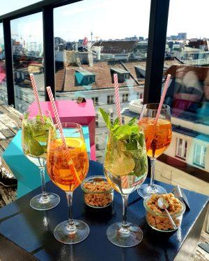 Für die Sonnenhungrigen, hier dauert der Sommer noch länger 😎 #lameerooftop #visitvienna #citywalk #vienna #cocktails #austria #rooftop...