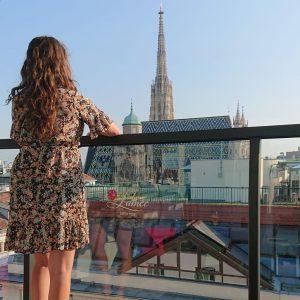 Ondanks corona deze zomer mooie nieuwe plekjes mogen ontdekken ☀️🍹 #throwback #vienna #wenen #toennogcodegeel #byebyesummer LAMÉE ROOFTOP