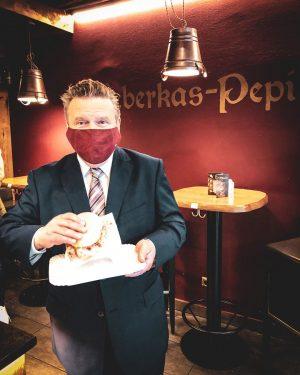 Die Leberkässemmel vom @leberkas.pepi macht meinen Wahlkampf um ein kulinarisches Highlight reicher. Ich ...