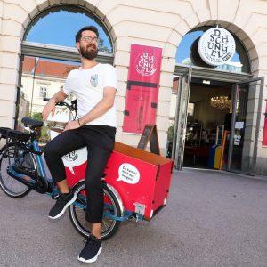 Du kennst das @dschungel_cafe_wien vermutlich eher vom Frühstücken oder Theaterbesuch, und nicht vom #Radfahren. So kann sich...