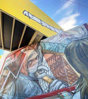 ON/OFF REVOLUTION > ☎️🎞📺 . #artinpublicspace #publicart #container #tarpaulin #strabagkunstforum #artcollection #shopping #riots #flatscreen #news #closedistancing #surveillance...