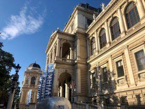 ...wenn sich der blaue Himmel durchsetzt.😍 #wirkt #tutgut #uniwien #univienna #univie #studentlife Universität Wien