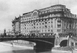 (1910/Wikipedia/Wikipedia) Das Dianabad war ein extravagantes Wellness-Center mit verschiedenen Bädern, einem Spa-Hotel und ...