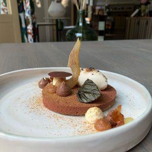 Birne Helene ist definitiv mehr als ein Dessert. Dieses Gericht erzählt eine Geschichte, die fast 150 Jahre...