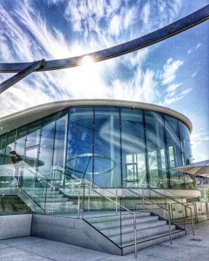 Die Libelle (the dragonfly) on top of the Leopold Museum in the @museumsquartier. ...