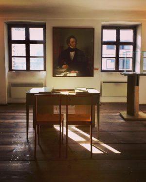 😍#franzschubert 🎶😎🎵 ➡️ swipe for more pics #strollingaround #wienmuseum #alsergrund #franzschubertgeburtshaus #1090wien #komponist ...