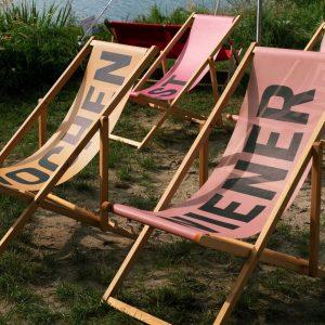 Win Win Win #festwochen2020 #reframed Ein paar bunte Festwochen Liegestühle haben wir noch auf Lager. Einfach die...