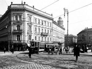 (1913/Wienerlinien/wien.gv.at) Zum goldenen Lamm, (Praterstraße 1-7), ab 1591 nachweisbares Hausschild eines Einkehrgasthauses in der Leopoldstadt nächst der...