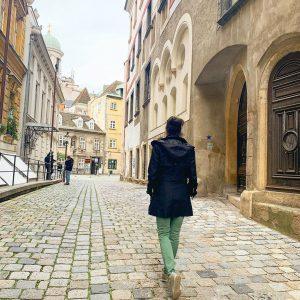 O caminho se faz caminhando e você estará sempre nele. Às vezes sozinha ...