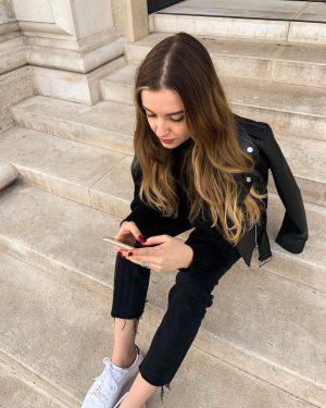 Diana's typing... 😉 #buenasnoches🌙 Albertina Modern