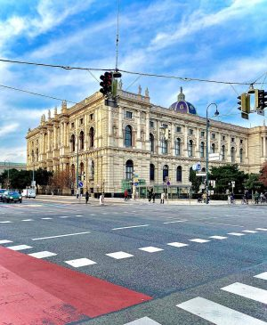 The Kunsthistorisches Museum The museum's design became dictated within a wider project drawn up with Emperor Franz...