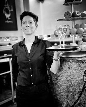 Langes Wochenende in Sicht! 😍🥂 - - #cafedanielmoser #cafevienna #1010wien #kaffeinvienna #nightlife #viennanights ...