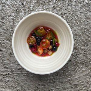 Ribisel Tomaten mit Ribiseln, eine Vinaigrette aus beiden und Kaffirlimettenblätter Öl SUMMER 2020