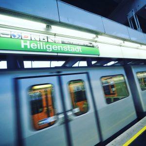 [•Wusstest du schon?•] Eine Haltestelle der damaligen Stadtbahn-Kutschen. Die heutige U-Bahnstation Heiligenstadt wurde ...