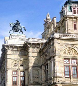 Viena - Austria Ópera Estatal de Viena Julio 2015 LaÓpera Estatal de Viena es una de las...