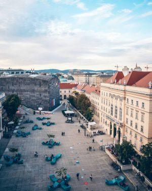Entspannung in der Stadt? 🤗 Na klar! Macht es euch am besten in Wiens Wohnzimmer aka Museumsquartier...