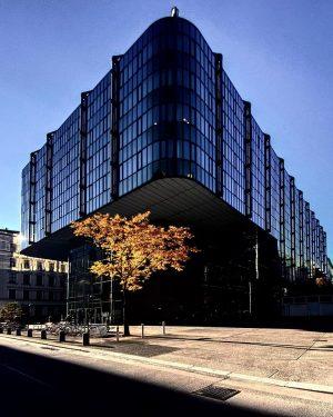VIENNA: Herbstmorgenjuridicumostansicht. #autumn #herbst #juridicum #juridicumvienna #juridicumwien #university #universität #universitätwien #igers #igerseurope #igersaustria #austria #igersvienna #architecturephotography #architekturfotografie...