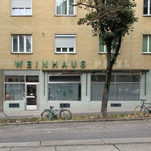 zu den seligen affen. #weinhauspfandler #zudenseligenaffen #dörfelstraße #meidling #typography #lettering #viennacitytypeface #doorstagram #welovevienna #wienliebe #wienmalanders #wienschöntrinken #viennacalling...